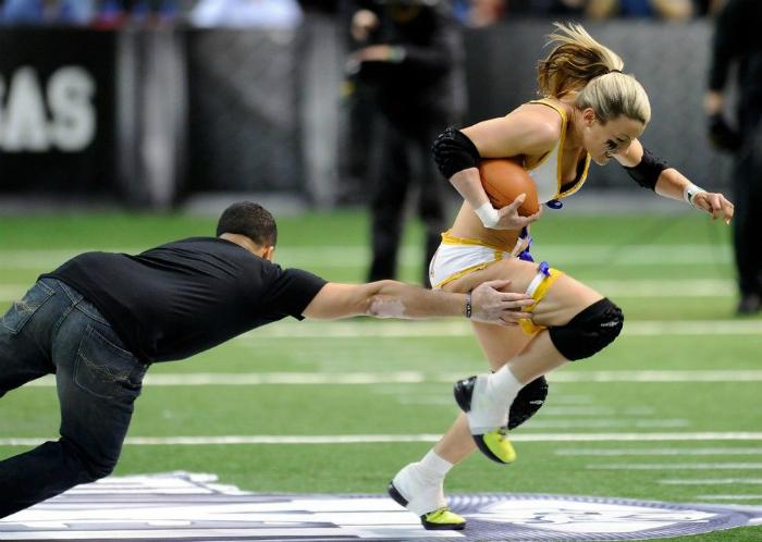 Посторонний мужчина пытался украсть у спортсменки ногу.