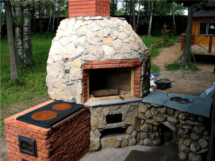 Оригинальная постройка с печью.