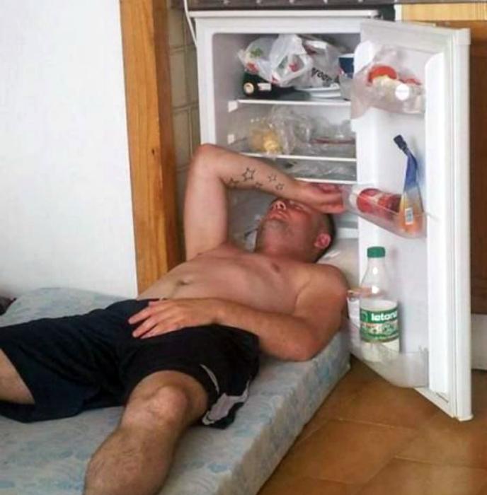 Лучшее место - место возле холодильника.