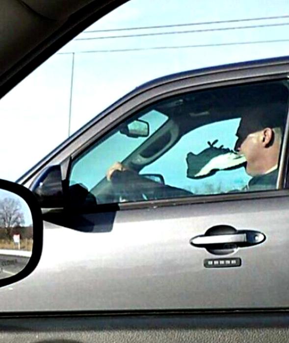 Странный водитель.