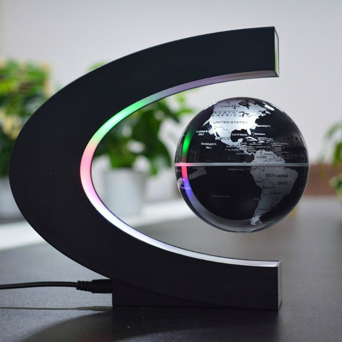 Магнитный светильник с глобусом.