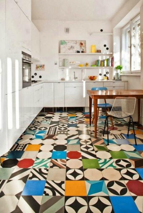 Цветной пол в кухне. | Фото: thefreepatriot.org.