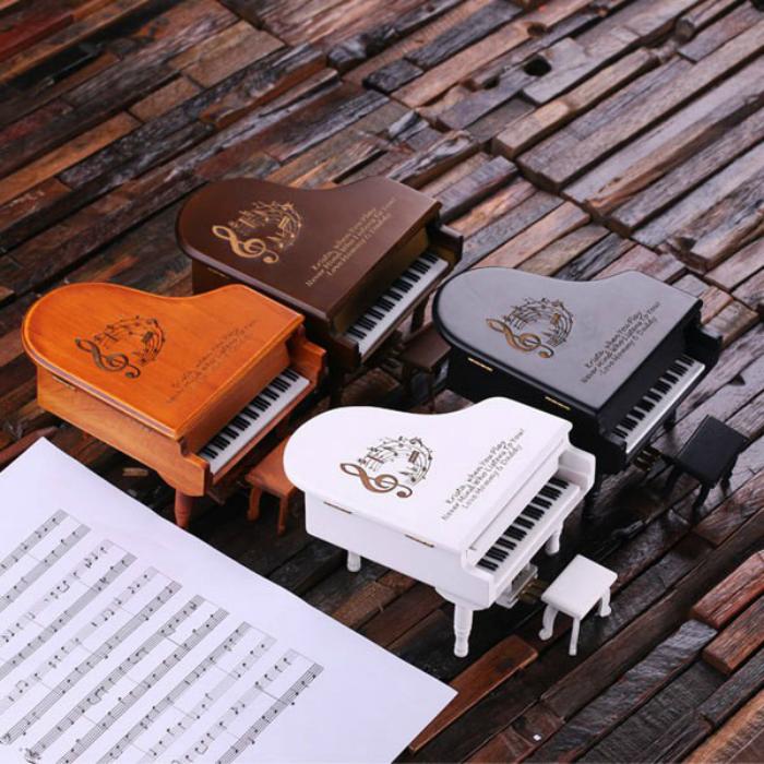 Фигурки крошечных роялей, на которых можно играть.