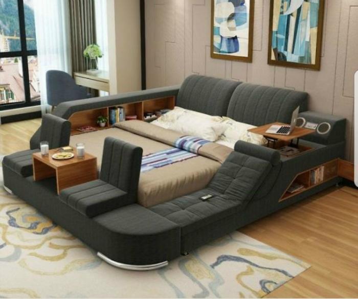 Большая кровать со множеством функций. | Фото: Pinterest.