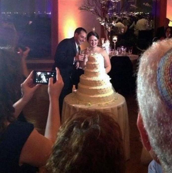 Кто же знал, что свадебный торт можно надеть... | Фото: Pinterest.