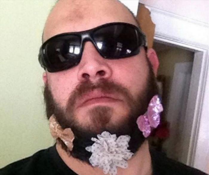 Цветочная лужайка на бороде.