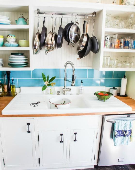 Хранение сковородок. | Фото: esquisse.kr.ua.