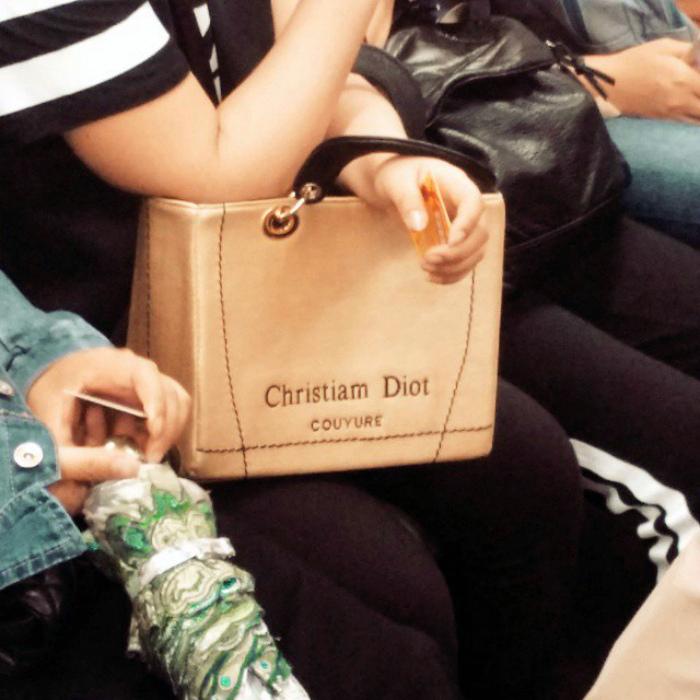 Брендовая сумочка. | Фото: Onedio.
