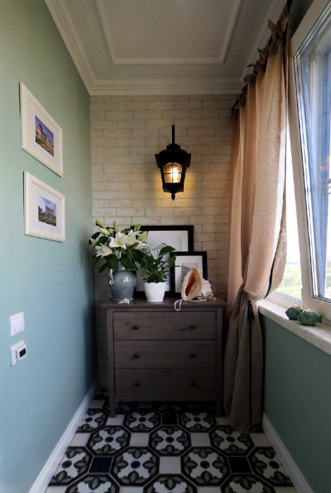 Милый балкон во французском стиле. | Фото: tremontgrand.com.