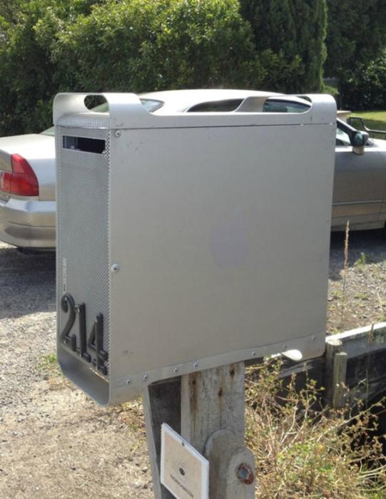 Почтовый ящик в коробке системного блока.