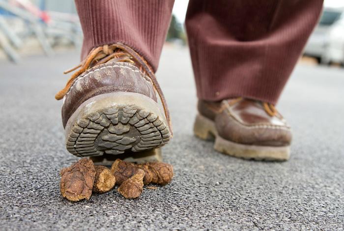 Очистить подошву обуви.
