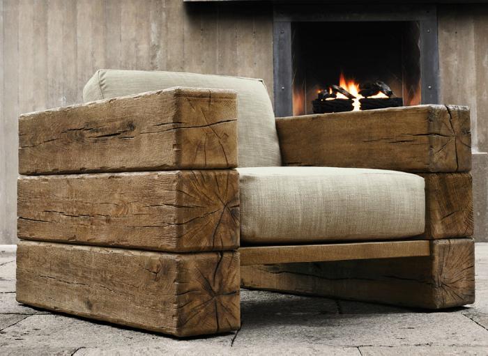 Кресло из деревянных балок.