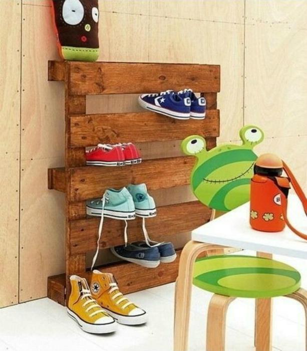 Простая полка для обуви. | Фото: Yandex.