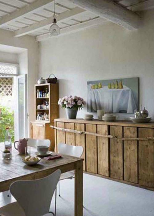 Современная кухня в деревенском стиле.