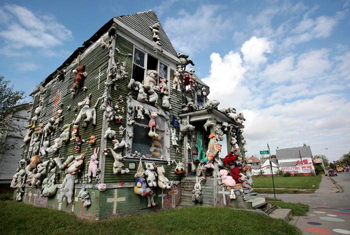 Заброшенные дома улицы Хайдельберг (Детройт, штат Мичиган, США), которые превратились в потрясающие инсталляции.