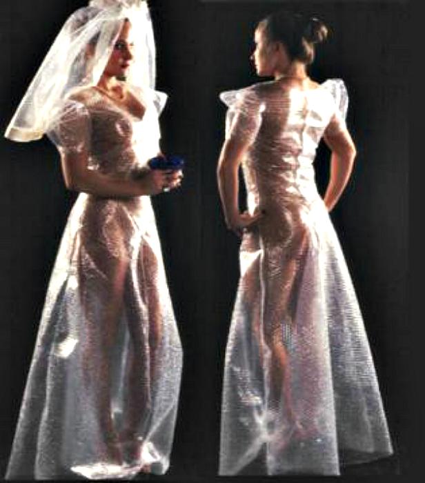 Платье из пузырчатой пленки.