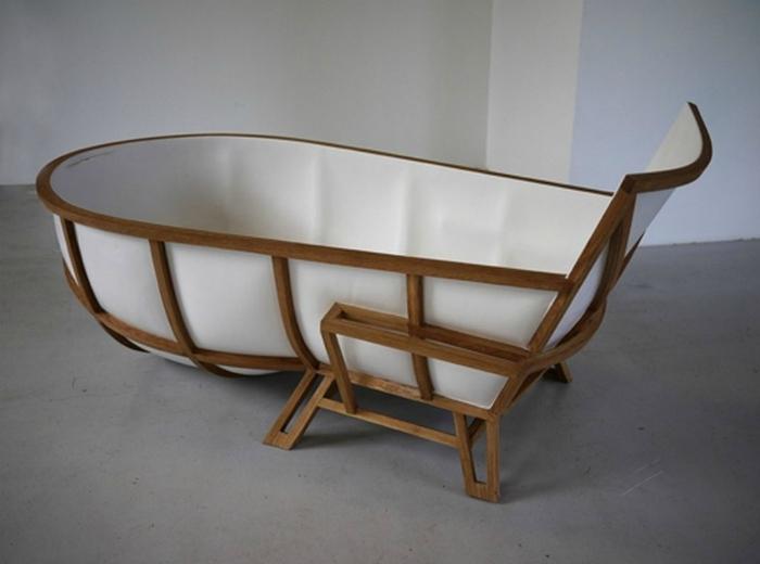 Мраморная ванна, в которой будет удобно сидеть и лежать.