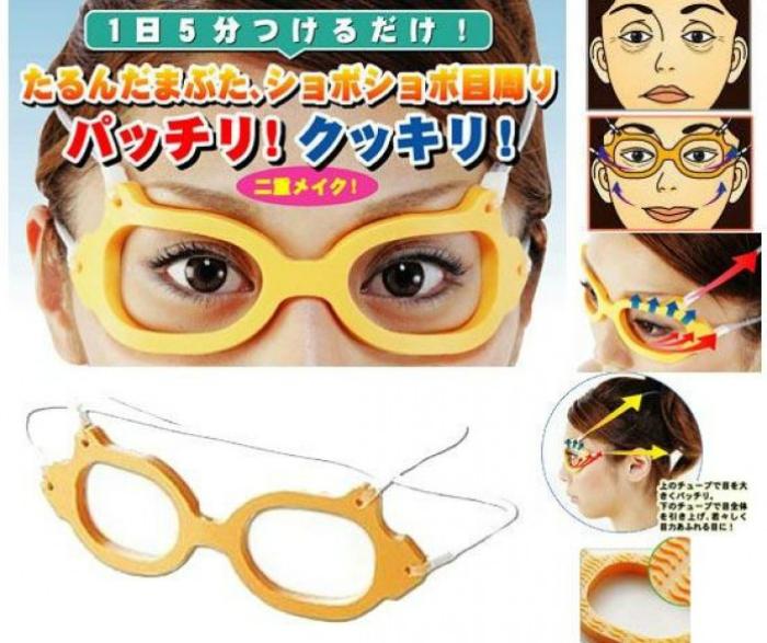 Устройство в виде силиконовых очков, которое поможет избавиться от морщин вокруг глаз.