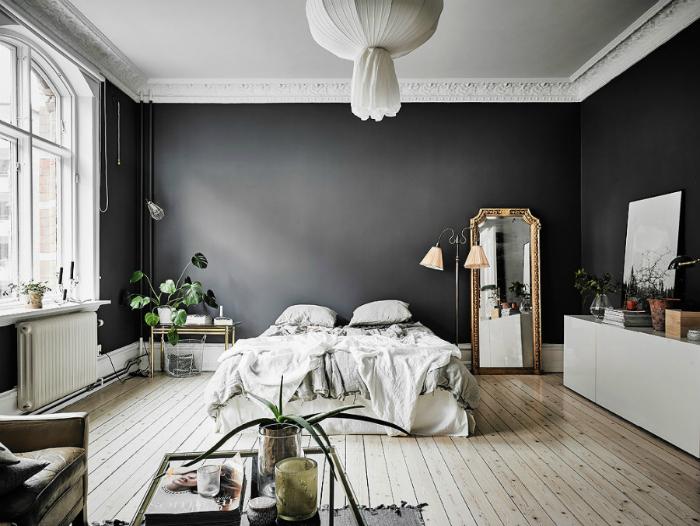 Эффектная черно-белая спальня.