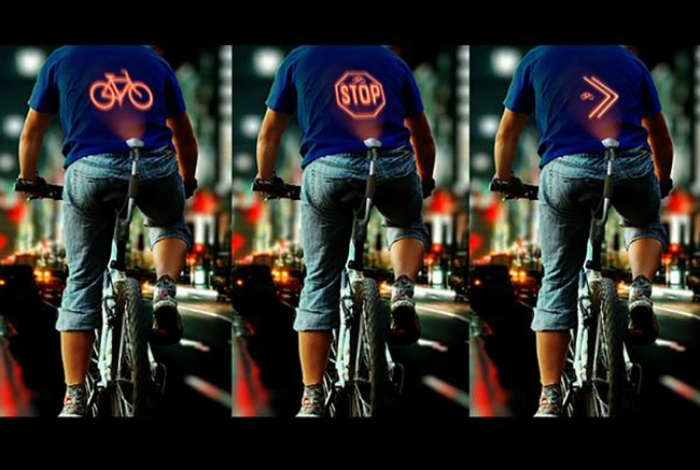Проектор Cyclee от азербайджанского дизайнера Эльнура Бабаева, который автоматически сообщает водителям о маневрах велосипедиста, транслируя сигналы на спину.