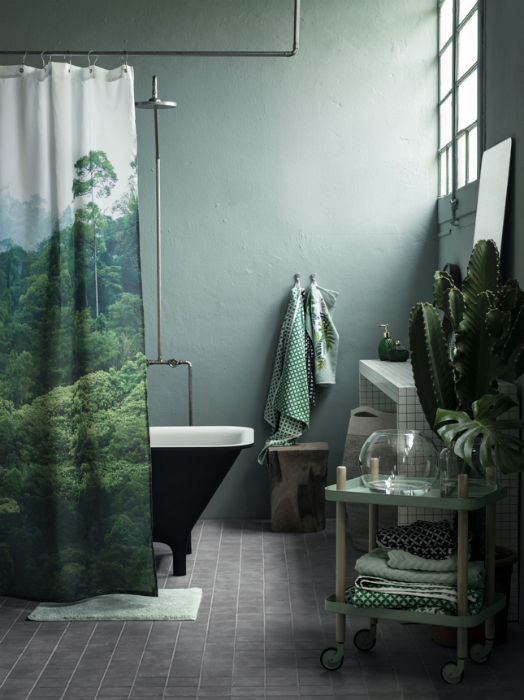Шторка з зображенням лісового пейзажу.