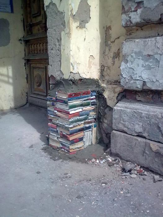 Книги вместо кирпичей.