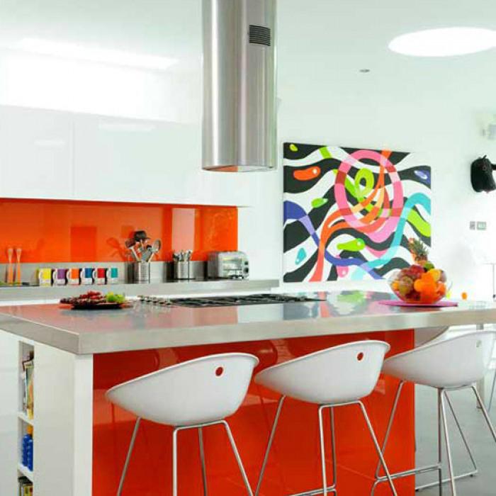 Оранжевый цвет в интерьере кухни.