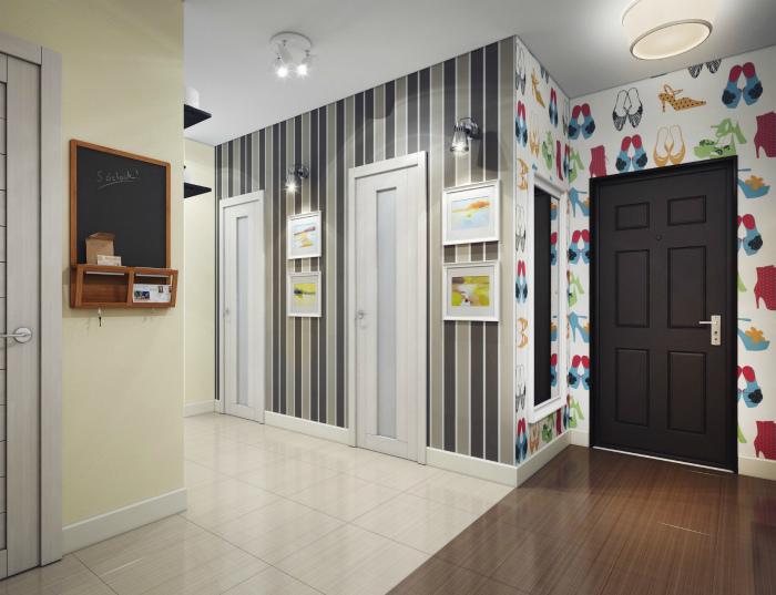 Оригинальная комбинация из обоев в коридоре.   Фото: tass-sib.ru.