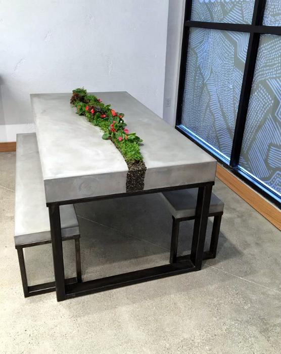 Обеденный стол в стиле эко.