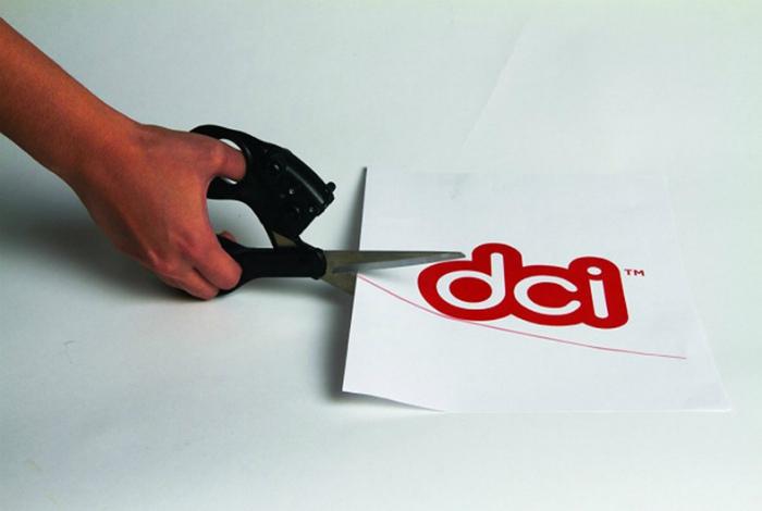 Ножницы с лазерной линейкой. | Фото: Nur.kz.