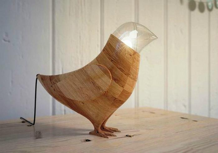Деревянная настольная лампа. | Фото: Postel-Deluxe.ru