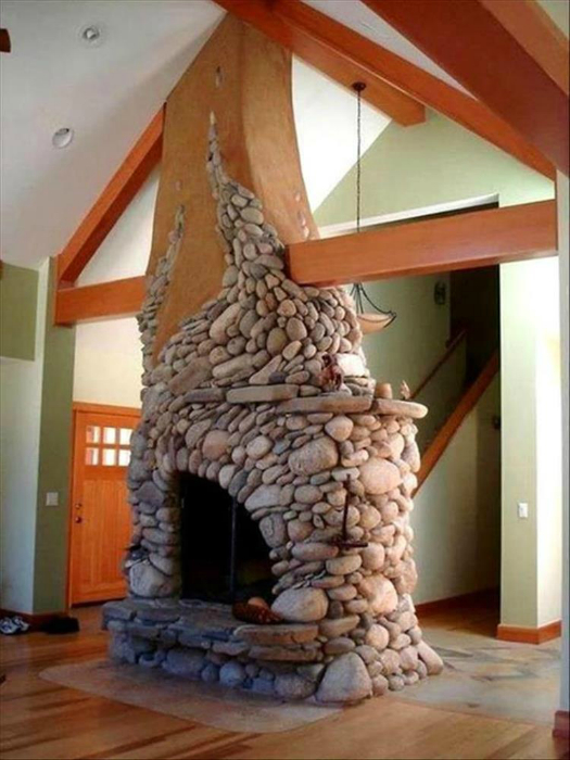 Массивный дровяной камин.