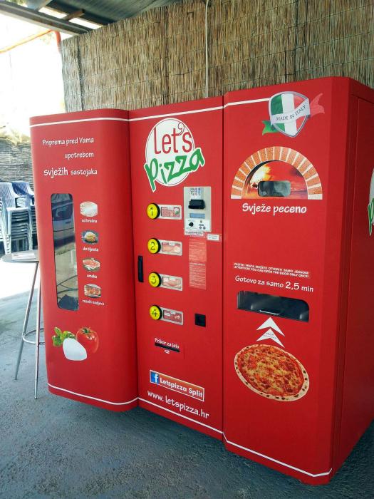 Торговый автомат с пиццей.