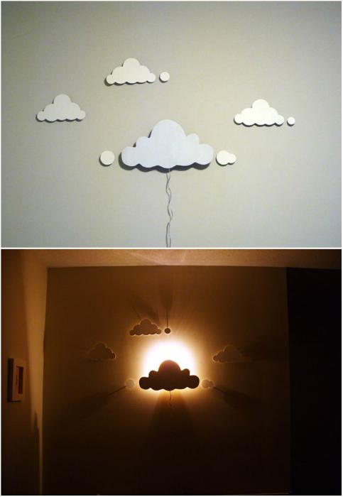 Необычный светильник, вырезанный из дерева.