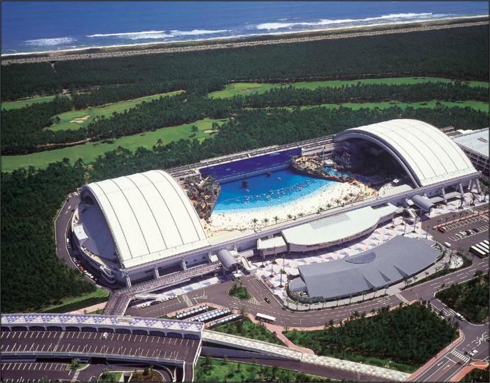 Грандиозный бассейн-комплекс.