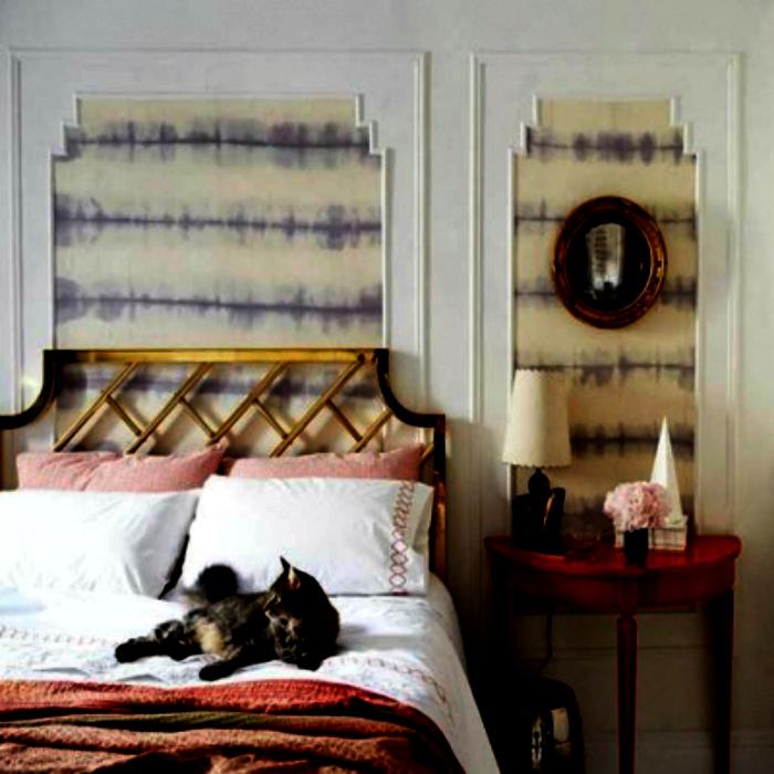 Декор стен с помощью тканей и молдингов.