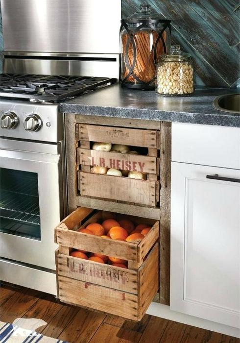 Деревянные ящики для хранения овощей.