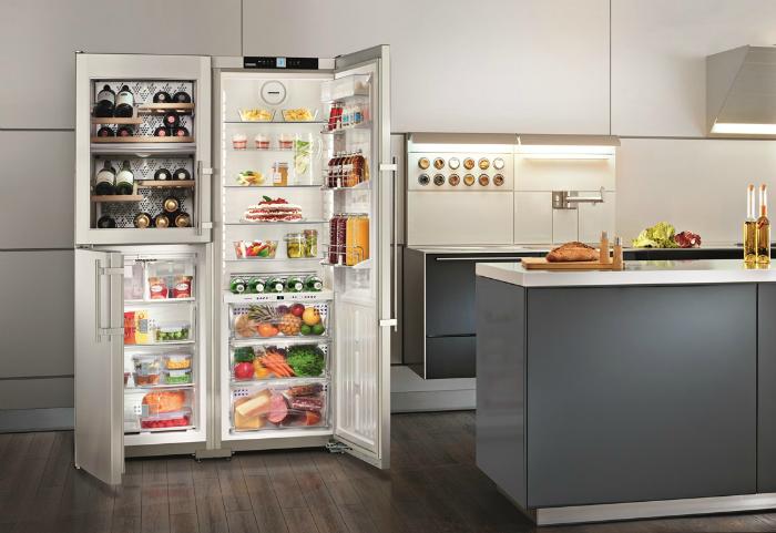 Функциональный холодильник.