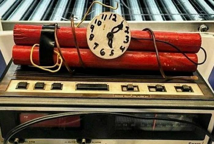 Макет самодельной бомбы. | Фото: Фишки.нет.