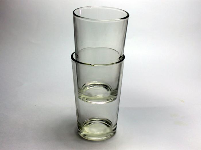 Разделить слипшиеся стаканы.