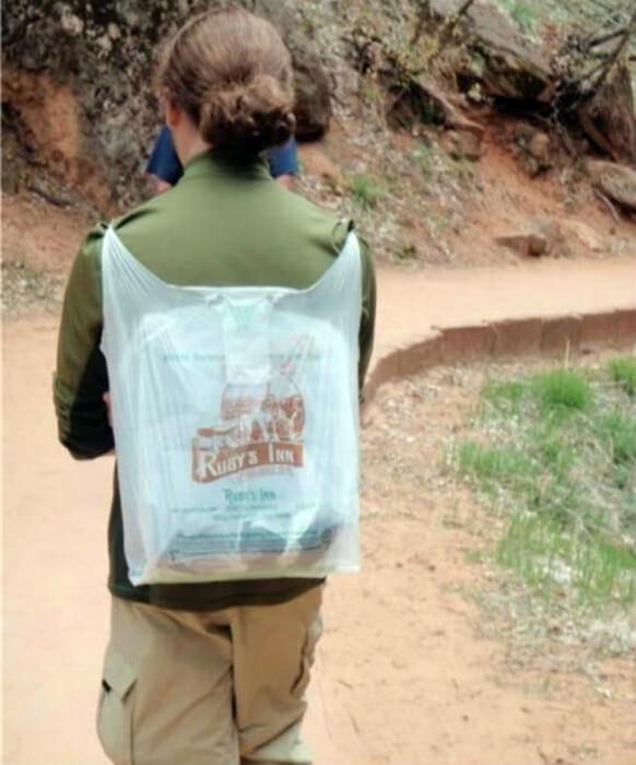 Пакет, который прикидывается рюкзаком.