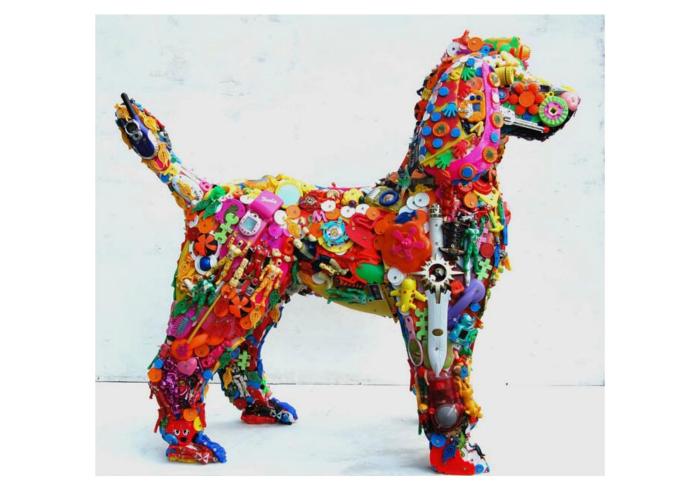 Необыкновенная статуэтка в виде собаки.
