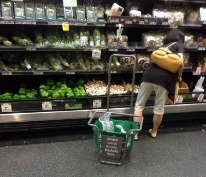 Захватил лишнее в супермаркете. | Фото: Nastroy.