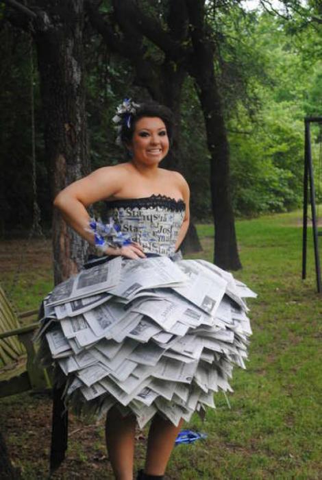 Платье из газет.