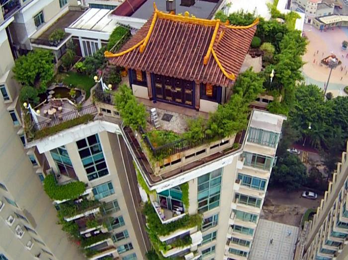 Храм на крыше небоскреба.