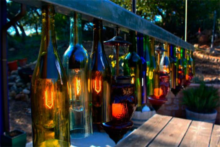 Освещение из бутылок. | Фото: Pinterest.
