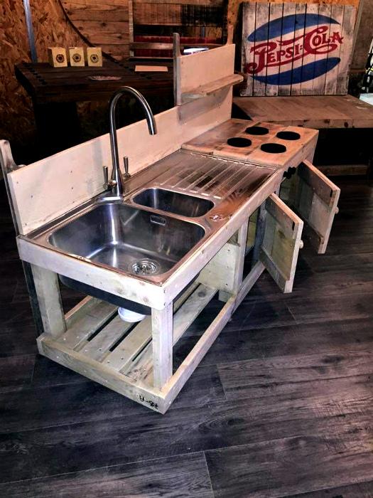 Летняя кухня с каркасом из паллет. | Фото: WG gesucht.