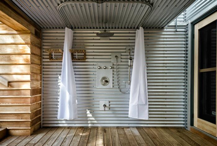Летний душ из профнастила.