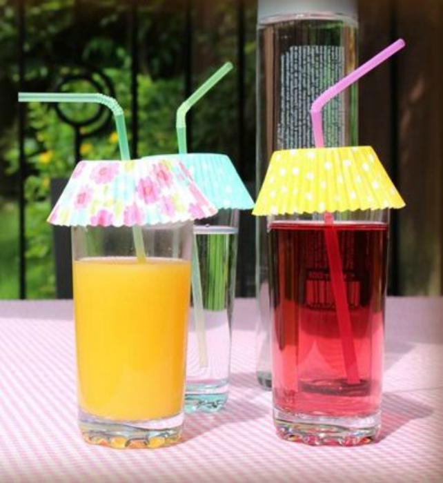 Крышечки для стаканов с напитками.