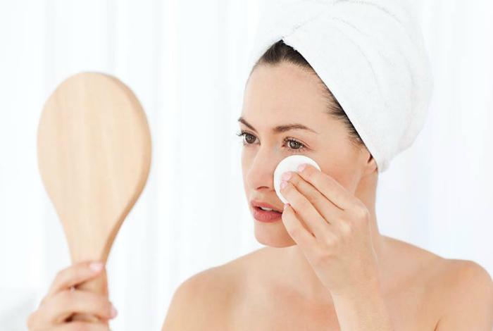 Средство для снятия макияжа.